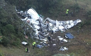 Colombia lý giải nguyên nhân rơi máy bay chở cầu thủ Brazil