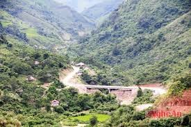 Công an huyện Kỳ Sơn về tận bản làng cấp CMND cho bà con