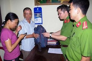 Công an phường bàn giao người phụ nữ đi lạc từ Quảng Bình ra Phủ Lý