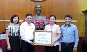 Công đoàn NN&PTNT ủng hộ đồng bào miền Trung