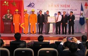 Công ty Điện lực Đắk Lắk đón nhận Huân chương Lao động hạng Nhất