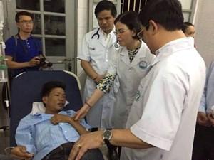 Cử chuyên gia giỏi nhất cứu chữa các bệnh nhân chạy thận bị sốc phản vệ