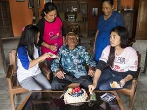 Cụ ông lớn tuổi nhất thế giới đón sinh nhật 146
