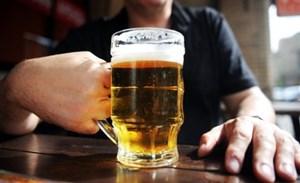 Cụ ông tử vong vì cốc bia của người tình
