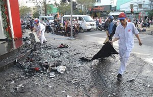 Đà Nẵng: Cháy lớn tại một cửa hàng xe máy đối diện cây xăng