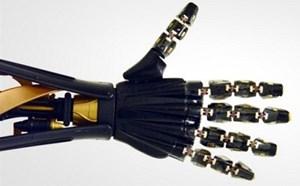 Robot có cảm nhận nhiệt độ nóng lạnh nhờ da nhân tạo