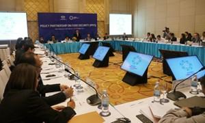 Đại biểu đóng góp ý kiến cho dự thảo các nguyên tắc APEC