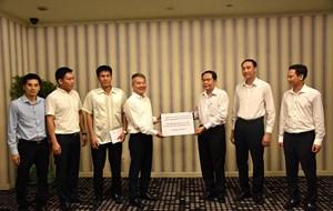 Đại sứ quán Việt Nam tại Lào ủng hộ đồng bào mưa lũ các tỉnh Tây Bắc