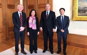 Đại sứ Việt Nam tại Hà Lan Ngô Thị Hòa chào xã giao Thị trưởng thành phố Rotterdam