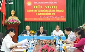 Đắk Lắk: Hội Khuyến học Việt Nam trao 600 triệu đồng học bổng tới học sinh nghèo