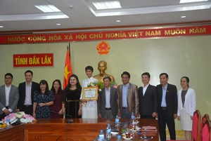 Đắk Lắk khen thưởng Hoa hậu Hoàn vũ Việt Nam H'Hen Niê