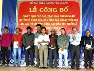 Đắk Lắk: Trao quyền sử dụng đất thuộc Chương trình 132 cho các hộ đồng bào DTTS