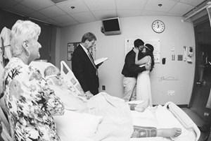 Đám cưới bên giường bệnh