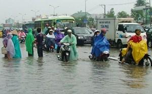 Dân vẫn chưa yên vì đường chưa hết ngập
