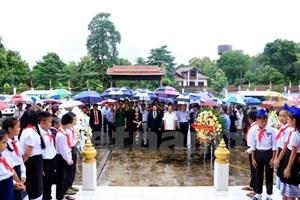 Dâng hương tưởng niệm 70 năm ngày Thương binh Liệt sỹ tại Lào