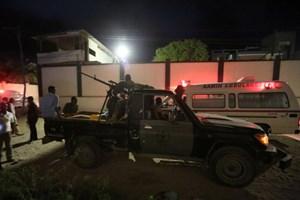 Đánh bom xe, bắt cóc con tin ở thủ đô Somalia