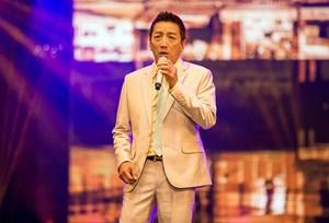 Danh ca Trường Vũ làm liveshow kỷ niệm 20 năm ca hát