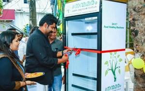 Đặt tủ lạnh ngoài đường tặng thức ăn cho người nghèo