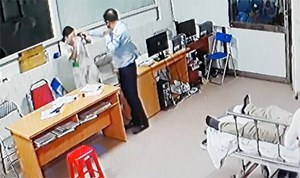Đề nghị truy cứu trách nhiệm người hành hung bác sĩ