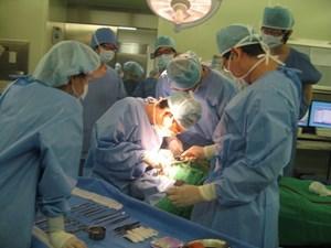 Điều kiện thi thăng hạng chức danh ngành y tế áp dụng theo tiêu chuẩn nào?