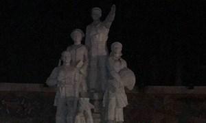 Đổ tượng đài chiến thắng ở Bắc Kạn, một cháu bé bị thương