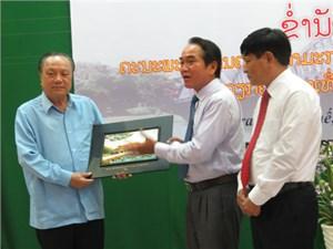 Đoàn cán bộ Mặt trận Lào Xây dựng đất nước thăm và làm việc tại Thừa Thiên - Huế