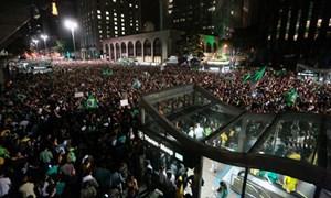 Đoạn ghi âm giữa Tổng thống Rousseff và ông Lula phát lộ: Brazil náo loạn