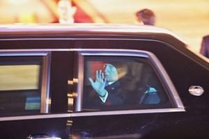 [ẢNH] Đoàn xe của Tổng thống Donald Trump rời sân bay về khách sạn Marriott JW