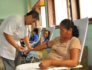 Đôi vợ chồng 66 lần hiến máu hào hứng với 'Hành trình Đỏ'