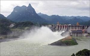 Đóng 1 cửa xả đáy hồ Thủy điện Tuyên Quang