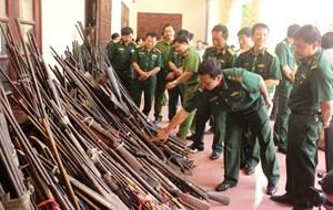 Đồng bào dân tộc tự nguyện giao nộp trên 2.000 súng và nòng súng săn các loại