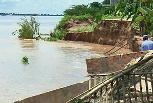 Đồng Tháp: Sạt lở bờ sông, 9 hộ dân phải di dời khẩn cấp trong đêm