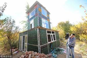 Dùng 50.000 chai bia xây nhà