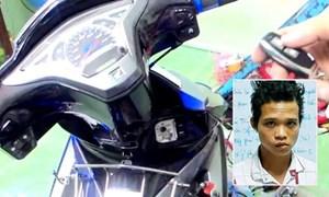 Dùng dao khống chế phụ nữ mang thai cướp xe máy
