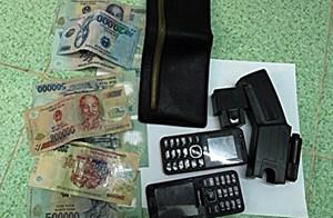Dùng dao và roi điện cướp ví có 3 triệu đồng