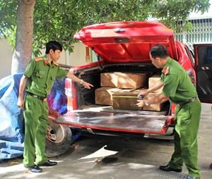 Dùng ô tô bán tải vận chuyển gỗ lậu trái phép tại Quảng Nam
