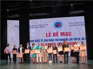 'Dưới cát là nước' giành HCV Liên hoan quốc tế sân khấu thử nghiệm