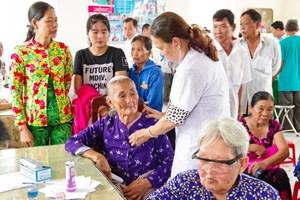 Sóc Trăng: Khám, cấp thuốc  miễn phí cho người nghèo