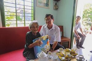 Khánh Hòa tổ chức nhiều đoàn thăm, tặng quà các Mẹ VNAH và gia đình chính sách