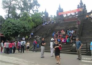 Gần 100 nghìn lượt khách đến Huế trong dịp Tết Đinh Dậu