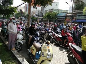 Gần Tết ùn tắc giao thông tăng cao