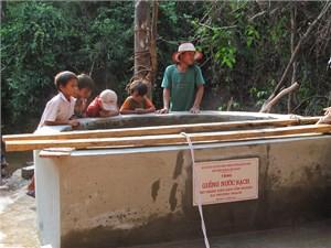 Gia đình Đại tướng Võ Nguyên Giáp hỗ trợ xây dựng giếng nước ở bản A Rem
