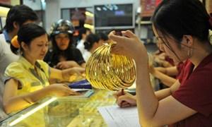 """Giá vàng """"bốc hơi"""" 2,3 triệu đồng, có nên tiếp tục """"chơi"""" vàng?"""