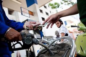 Giá xăng được giữ nguyên, chỉ tăng giá dầu