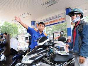 Giá xăng tăng thêm gần 500 đồng/ lít
