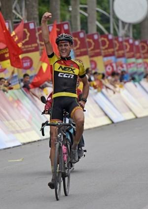 Giải xe đạp quốc tế VTV Cup Tôn Hoa Sen:Tay đua Van der Pijl về nhất chặng 2