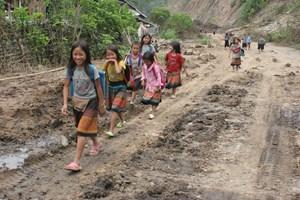 Giáo dục song ngữ vùng dân tộc thiểu số: Trẻ em hứng khởi đến trường