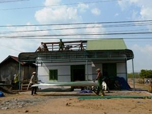 Gió lốc tốc mái hàng chục nhà dân, thiệt hại hàng trăm triệu đồng