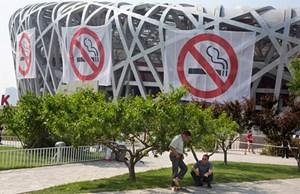 Giới khoa học cảnh báo  thói quen hút thuốc của người Trung Quốc