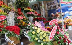 Giới trẻ chuộng mua online, cửa hàng quà tặng Valentine ế ẩm